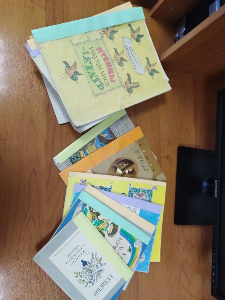 Акция «Лечим книги» в поселковой библиотеке (5 класс)